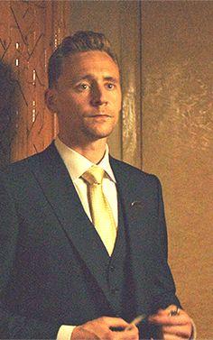 Jonathan Pine. Gif-set: http://maryxglz.tumblr.com/post/162077599282/jonathan-pine