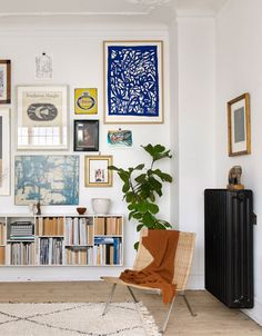 Love this eclectic gallery wall grouping - the unexpected addition of the deep b. - Love this eclectic gallery wall grouping – the unexpected addition of the deep blue work in the t - Room Decor, Room Inspiration, Decor, Interior Design, House Interior, Decor Inspiration, Interior Inspiration, Eclectic Gallery Wall, Home Decor