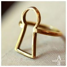 Alice in Wonderland keyhole ring. Love, love this.