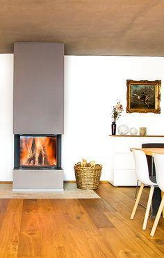 Inneneinrichtung und Möbeldesign gehen Hand in Hand mit der Gestaltung einer individuellen Ofen- und Kaminanlage. Dieser moderne Kamin von BRUNNER passt sich perfekt in seine Umgebung ein. Ein Heizgerät, das angenehm warm macht und dabei auch noch gut aussieht.