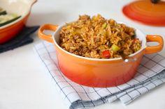 Alle feestdagen zijn weer achter de rug, dus waarschijnlijk hebben jullie (net zoals ons) wel behoefte aan een recept wat snel op tafel staat. Deze rijstschotel met gehakt, prei, courgette en paprika is erg lekker en staat in zo een 25 minuten op tafel. Recept voor 2 personen Tijd: 25 min. Benodigdheden: circa 150-200 gr...Lees Meer »