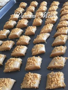 cuisson de ghribia el warqa Algerian Cookies Recipe, My Recipes, Cookie Recipes, Patisserie Fine, Middle East Food, Baklava Recipe, Algerian Recipes, Ramadan Recipes, Biscuit Cookies