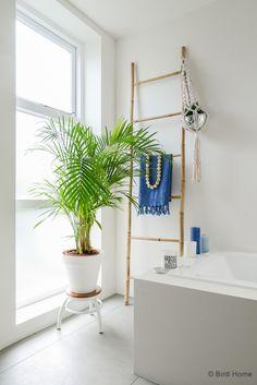 Interieurstyling en interieurfotografie stylingtip planten badkamer Stek Magazine ©Binti Home