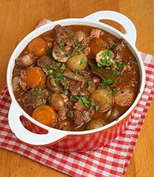 Our Favorite beef bourguignon recipe poh & healthy options Gma Recipes, Beef Recipes, Cooking Recipes, Recipies, Hearty Beef Stew, Slow Cooked Beef, Beef Bourguignon, Comfort Food, Beef Dishes