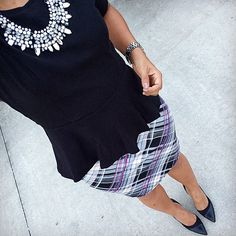This color combo of blush plaid and black paired with a fierce statement necklace is just perfect.   cc: @tatisbonilla