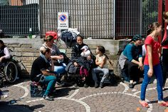The Roma community of Via Salaria 971 - the reception center of the City of Rome, which houses about 350 Romanian Roma people from the past evictions  of large fields, had to have  moved into the area of Torre Maura, but the protests of the citizens of Torre Maura has blocked transfer