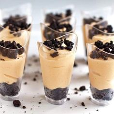 dessert shooters These peanut butter pie shooters are SO addicting and perfect for parties! They are also extremely easy to make. Fluff Desserts, Brownie Desserts, Mini Desserts, Shot Glass Desserts, Mini Dessert Recipes, Cheesecake Desserts, Pudding Desserts, Easy Desserts, Potluck Desserts