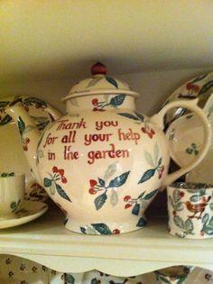 Gillar verkligen det här engelska porslinet av Emma Bridgewater  Emma Bridgewater Cherries Personalised Gallon Teapot