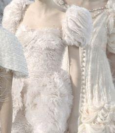 Chanel (via ♥ white as snow ♥) Karl Otto, Gabrielle Bonheur Chanel, Glamour, Shades Of White, Classy And Fabulous, Simply Beautiful, White Fashion, Feminine Fashion, Fashion Details