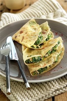 Crepes stuffed with spinach, sweet ham and white cheese - Recetas - Crepes Rellenos, Tortillas, Morning Food, Buffets, Crepe Recipes, Lunches And Dinners, Love Food, Easy Meals, Food And Drink
