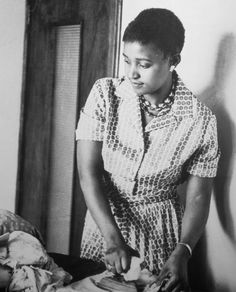 Alf Kumalo: photographer to Nelson Mandela - in pictures Winnie Mandela, World Icon, African Fashion Ankara, African Style, Pan Africanism, Civil Rights Leaders, African Traditional Dresses, Nelson Mandela, African History