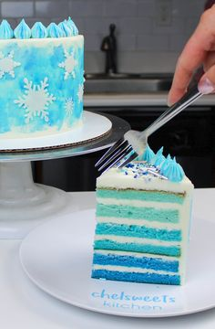Snowflake Cake Recipe: The Perfect Winter Cake - Chelsweets This blue velvet cake recipe is incredibly moist, and is just as delicious as it is beautiful. Best Vanilla Layer Cake Recipe, Layer Cake Recipes, Vanilla Cake, Blue Velvet Cakes, Blue Cakes, Cupcakes, Cupcake Cakes, Snowflake Cake, Snowflakes