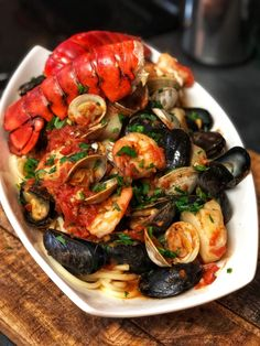 If you are a seafood lover, you are going to enjoy, not only eating, but preparing this fabulous seafood pasta fra diavolo. Fancy Dishes, Fish Dishes, Photo Food, Seafood Pasta Recipes, Cooking Recipes, Healthy Recipes, Quick Recipes, Seafood Dinner, Italian Recipes