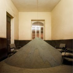 """""""Precipitação de areias do rio Cauca"""" - instalação, 41º Salão Nacional de Artistas, Cali, María Elvira Escallón, 2008."""