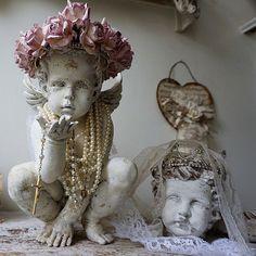 Statue ange en détresse w / à la main orné lavande rose rose Couronne chalet…