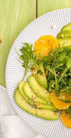 Entdecken Sie jetzt diesen lecker-frischen Blutorangen-Salat mit Avocado und Rucola. Im REWE Rezept erfahren Sie, wie der Salat zubereitet wird. » https://www.rewe.de/rezepte/orangen-salat-mit-avocado-und-rucola/