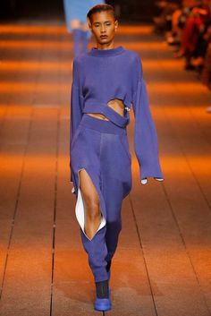 DKNY - Spring 2017 Ready-to-Wear. There's something about this pant leg though! Fashion 2017, Couture Fashion, Love Fashion, Runway Fashion, High Fashion, Fashion Show, Fashion Outfits, Womens Fashion, Fashion Design