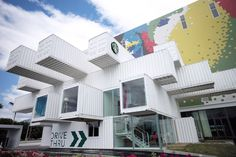 Image 3 of 5 from gallery of Kengo Kuma Creates Starbucks Store in Taiwan From 29 Shipping Containers. Courtesy of Starbucks Starbucks Taiwan, Starbucks Store, Starbucks Reserve, Starbucks Coffee, Starbucks Logo, Starbucks Drinks, Container Cafe, Container Design, Shipping Container Homes