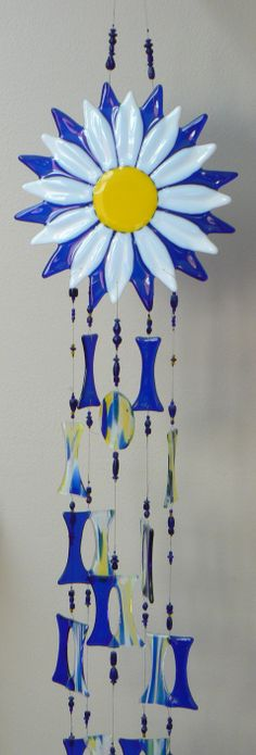 Fused daisy wind chime I made at Rainbow Vision stained glass shop HBG, PA. Diy Wind Chimes, Glass Wind Chimes, Fused Glass Art, Stained Glass Art, Glass Fusion Ideas, Glass Fusing Projects, Glass Garden Art, Glass Flowers, Stained Glass Patterns