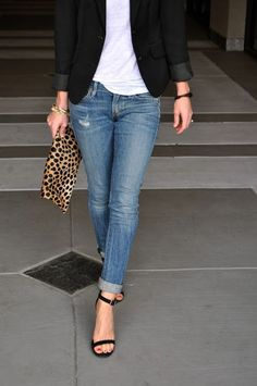 light blue jeans - white tee - black blazer - black sandals - leopard clutch Classic look! I need a new black jacket. Mode Chic, Mode Style, Look Fashion, Womens Fashion, Fashion Trends, Fashion Fall, Curvy Fashion, Fashion Bloggers, Fashion Tips