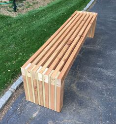 Pallet Outdoor Furniture bench from scraps wood slat - Outdoor Furniture Plans, Garden Furniture, Diy Furniture, White Furniture, Furniture Projects, 2x4 Bench, Diy Wood Bench, Picnic Table Bench, Wood Benches