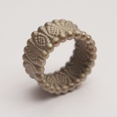 3d printed and bronze casted jewellery created by studioluminaire