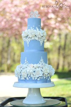 Elegant Blue Wedding Cake For A Cinderella Wedding on Cake Central The flowers are absolutely exquisitely rendered. This confectioner is a true artist. cakes blue 38 Elegant Blue Wedding Cake Ideas You Will Like - ChicWedd Elegant Wedding Cakes, Beautiful Wedding Cakes, Wedding Cake Designs, Gorgeous Cakes, Blue Wedding Cakes, Wedding Blue, Wedding Cupcakes, Floral Wedding, Wedding Flowers
