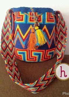 Çanta Mochila Crochet, Crochet Tote, Crochet Purses, Knit Crochet, Tapestry Crochet Patterns, Fancy Hands, Tapestry Bag, Pattern Drafting, Crochet Accessories