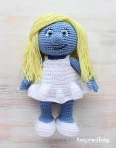 Let your mind wander into the fancy world of the Smurfs with this super soft crochet Smurfette! Use our free Smurfette Amigurumi Pattern to create the lovely toy for your little ones :) Crochet Gratis, Crochet Amigurumi Free Patterns, Crochet Doll Pattern, Crochet Dolls, Crochet Stitches, Love Crochet, Crochet Baby, Smurfette, Easy Crochet Projects