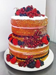 Naked cake de pistache e frutas vermelhas