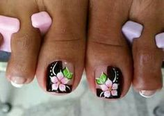 Uñas Cute Toe Nails, Pretty Nails, Cruise Nails, Toe Nail Designs, Flower Pedicure Designs, Feet Nails, Toenails, Pedicure Nail Art, New Nail Art