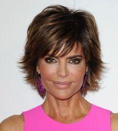 taglio di capelli corti Lisa-Rinna-Layered-Razor-Haircut