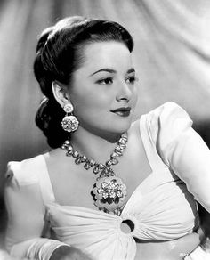 The always impeccable Olivia DeHavilland