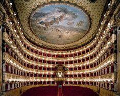 teatro-san-carlo TEATRO SAN CARLO – NAPOLI Il Real Teatro di San Carlo (suo nome originale) è il più antico teatro d'opera ancora attivo e anche uno dei più capienti d'Italia. Questo teatro fu inaugurato il 4 novembre 1737 per volontà di Carlo III di Spagna. Fu il primo teatro a riaprire i battenti dopo la seconda guerra mondiale. Dalla seconda metà del Novecento ad oggi, si susseguirono numerose ed importanti restaurazioni e cambiamenti, l'ultima delle quali nel 2005.