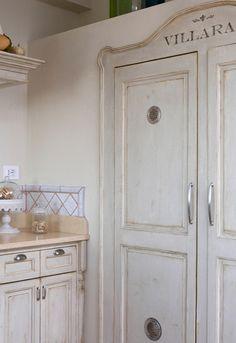 Villarat kitchen fridge - detail ~ fridge doors made to look like cabinet doors.