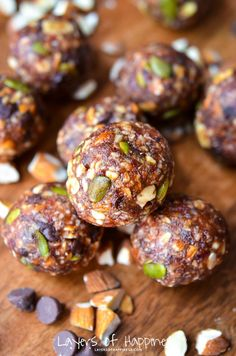 Best homemade almond chocolate chip energy balls/bites ever! Healthy, satisfying, and naturally gluten free.