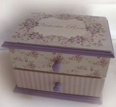 Beautiful for the craft room for needles and small odds and ends Decoupage Drawers, Decoupage Box, Decoupage Vintage, Modge Podge Projects, Jewelry Box Makeover, Sewing Room Organization, Old Boxes, Pretty Box, Altered Boxes