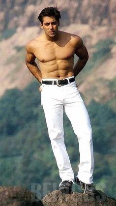 Salman Khan Young, Sultan Salman Khan, Salman Khan Photo, John Abraham Body, Salman Khan Quotes, Salman Khan Wallpapers, Wanted Movie, Allu Arjun Images, Sajid Khan