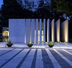 Have you just bought a new or planning to instal landscape lighting on the exsiting house? Are you looking for landscape lighting design ideas for inspiration? I have here expert landscape lighting design ideas you will love. Modern Landscape Design, Landscape Plans, Modern Landscaping, Landscaping Ideas, Landscaping Software, Landscape Lighting Design, Garden Landscaping, House Landscape, Landscaping Melbourne