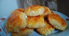 ΤΥΡΟΠΙΤΑΚΙΑ ΥΛΙΚΑ  1 κεσεδάκι γιαούρτι  μισό κεσεδάκι σπορέλαιο  2 αυγα1 μπέικιν  500 γρ.αλεύρι  σχεδόν 400 γρ τυρί φέτα.   Έβαλα μισό ...