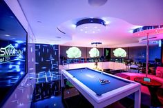 Futuristic Approach in the Bentley Bay's Essential Miami Beach Penthouse New York Penthouse, Luxury Penthouse, Miami Beach Party, Villa, Home Automation System, Pent House, Game Room, Interior Architecture, Interior Design