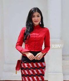 Myanmar Traditional Dress, Traditional Dresses, Myanmar Dress Design, Beautiful Asian Girls, Homeland, Cute Tops, Blouse Designs, Jasmine, Designer Dresses