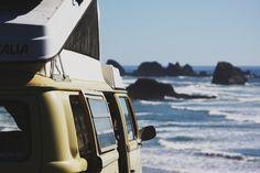 Volkswagen Westfalia surf park in the beach Vw T3 Camper, Volkswagen Westfalia, Vw Camping, Family Camping, Glamping, Combi Vw, Summer Surf, Summer Time, Van Living