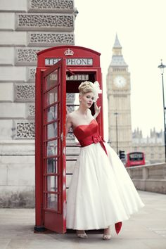 I'm not crazy about the red on the dress, but it is a really great idea for pictures