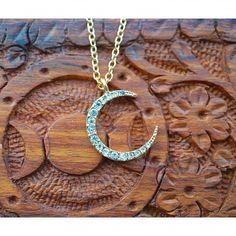 Celestial Crescent Gold Necklace – Vivamacity