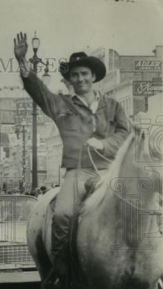 James Drury The Virginian on Parade. Pic from eBay Old Western Actors, Doug Mcclure, James Drury, The Virginian, Good People, Famous People, Westerns, How To Look Better, Tv Shows