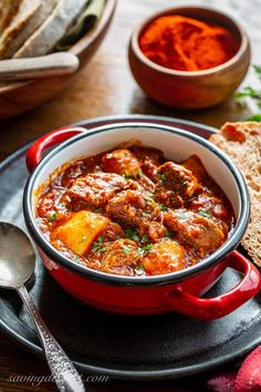 Beef Recipes: Enjoy this rich and flavorful Hungarian Style Beef Goulash featuring super tender, slow cooked beef, potatoes, onions and a beefy broth packed with roasted red peppers, tomatoes and plenty of sweet paprika. Beef Goulash, Goulash Recipes, Veggie Recipes, Beef Recipes, Cooking Recipes, Chilli Recipes, Veggie Food, Cooking Tips, Soup Recipes