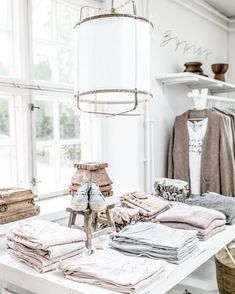 Farmhouse Layout, Showroom Ideas, Display Ideas, Casual Chic, Online Business, Boho Fashion, Retail, Concept, Fancy