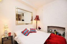 A vibrant #London #vacation #rental with truly special lampshades. http://www.nyhabitat.com/london-apartment/vacation/1188