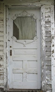 I remember our front porch had paint like this & had a window frame but not a beautiful old door like this one.